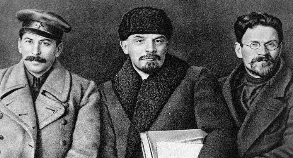Da destra verso sinistra: Stalin Lenin e Troskij